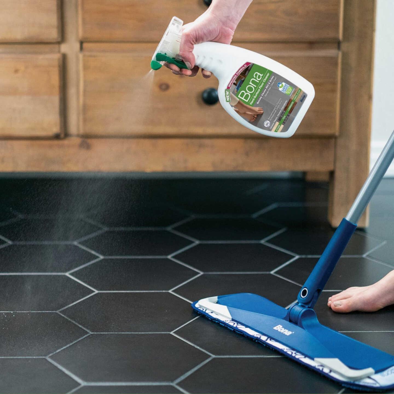 Bona 36 Oz. Stone, Tile, & Laminate Floor Cleaner Image 2